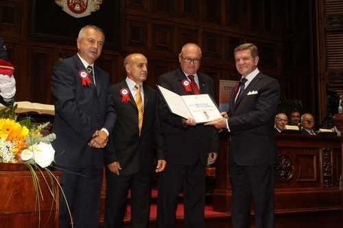 Dobitnik Majske nagrade 2012. Kik boks savez Srbije (ispred Saveza nagradu primio predsednik Borislav Pelević)